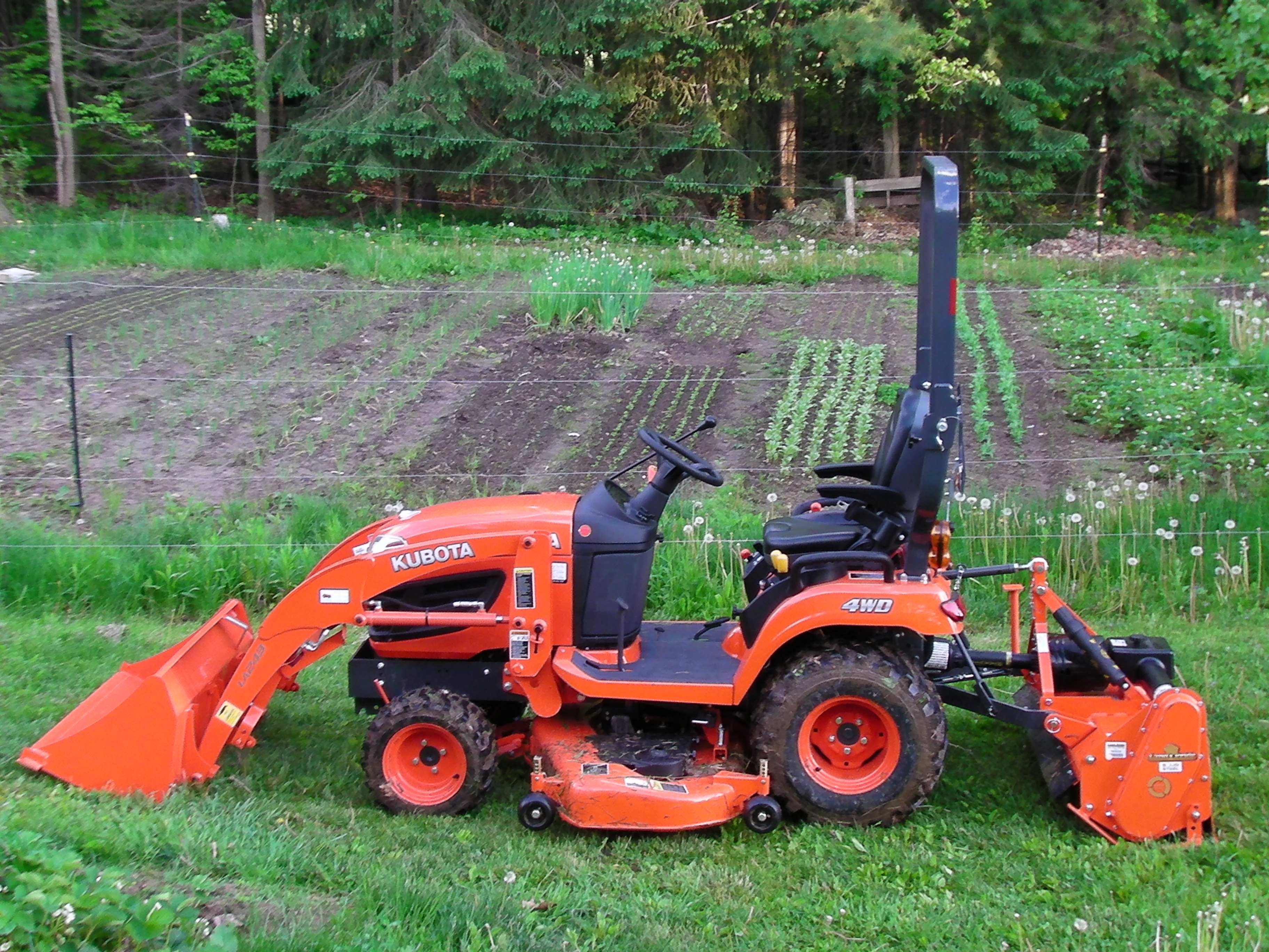 May 2014 saltzgiver family farm for Small garden tractors with front end loaders